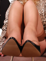 Welcome to Nylon-Angel.com ~Angel in brown barefeet stockings~