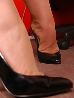 Welcome to Nylon-Angel.com ~Angel at her office in thin-skinned stockings~