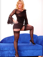:: Angel is covered in black ::Pantyhoseinnylons.com ~*the world in nylons and pantyhose*~