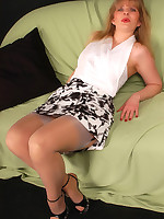 Angel in grey barefeet stockings over hip lace pantyhose