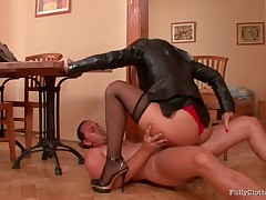 Lellou resorts to perverse sales methods, and convinces her client that the