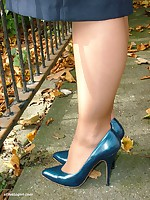 Tow-headed Milf Iona is banter outdoors in a lovely pair of blue high heels
