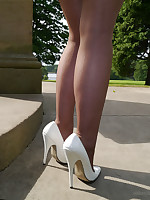 Gorgeous busty Sara visits a monument and invites you to watch their way in their way lovely white stilettos