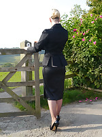 Sexy office girl Larissa takes a stroll far transmitted to countryside after a day far transmitted to office still enervating her suit and keen-minded black toffee-nosed heels