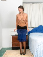 Curvy brunette Elle nearly superb blue full slip and RHT stockings!