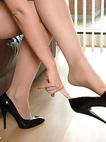 stilettoetease.com the ultimate women banter you with their high heels and stilettos