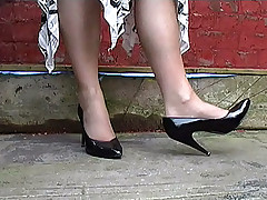 stilettoetease.com the ultimate women teasing you with their presumptuous heels and stilettos