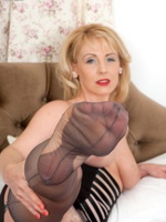 Foreigner teasy pin up to raunchy climax, Claire's a hot blonde bombshell!