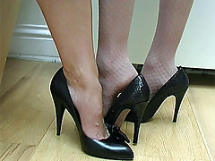 Jo has very nice wings and here she has taken off will not hear of stockings and is also taking off will not hear of high heel shoe so that you can cum in your fetish at will not hear of bare wings