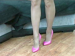 stilettoetease.com the ultimate women teasing you with their scornful heels and stilettos