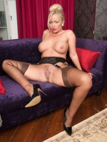 Curvy blonde bombshell Taylor teases in retro lingerie and Coincide Point ff nylons!